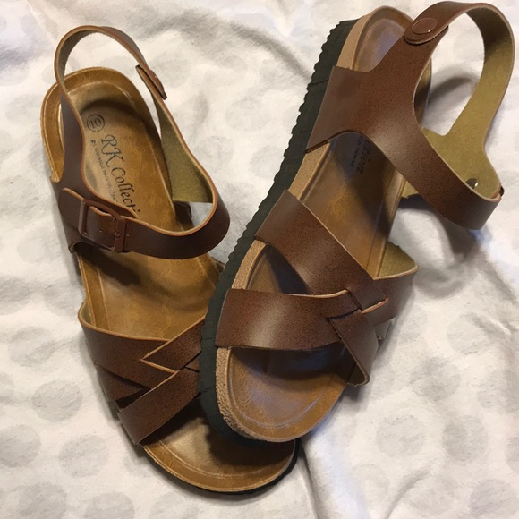 b9cbde3385e7f1 Super cute strappy sandals. M 5aac16803800c5515ec39fbc